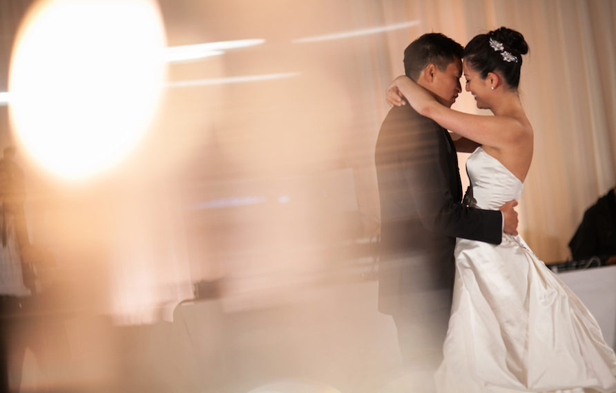 24-pelican-hill-wedding-by-kim-le-photography-reception-first-dance-892x594