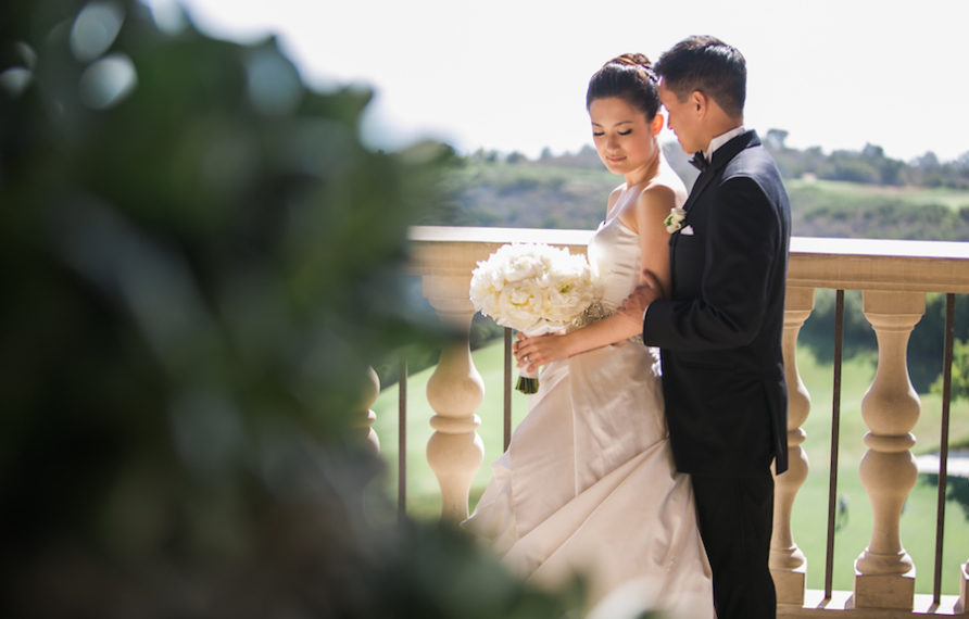 5-pelican-hill-wedding-by-kim-le-photography-couples-portrait-892x594